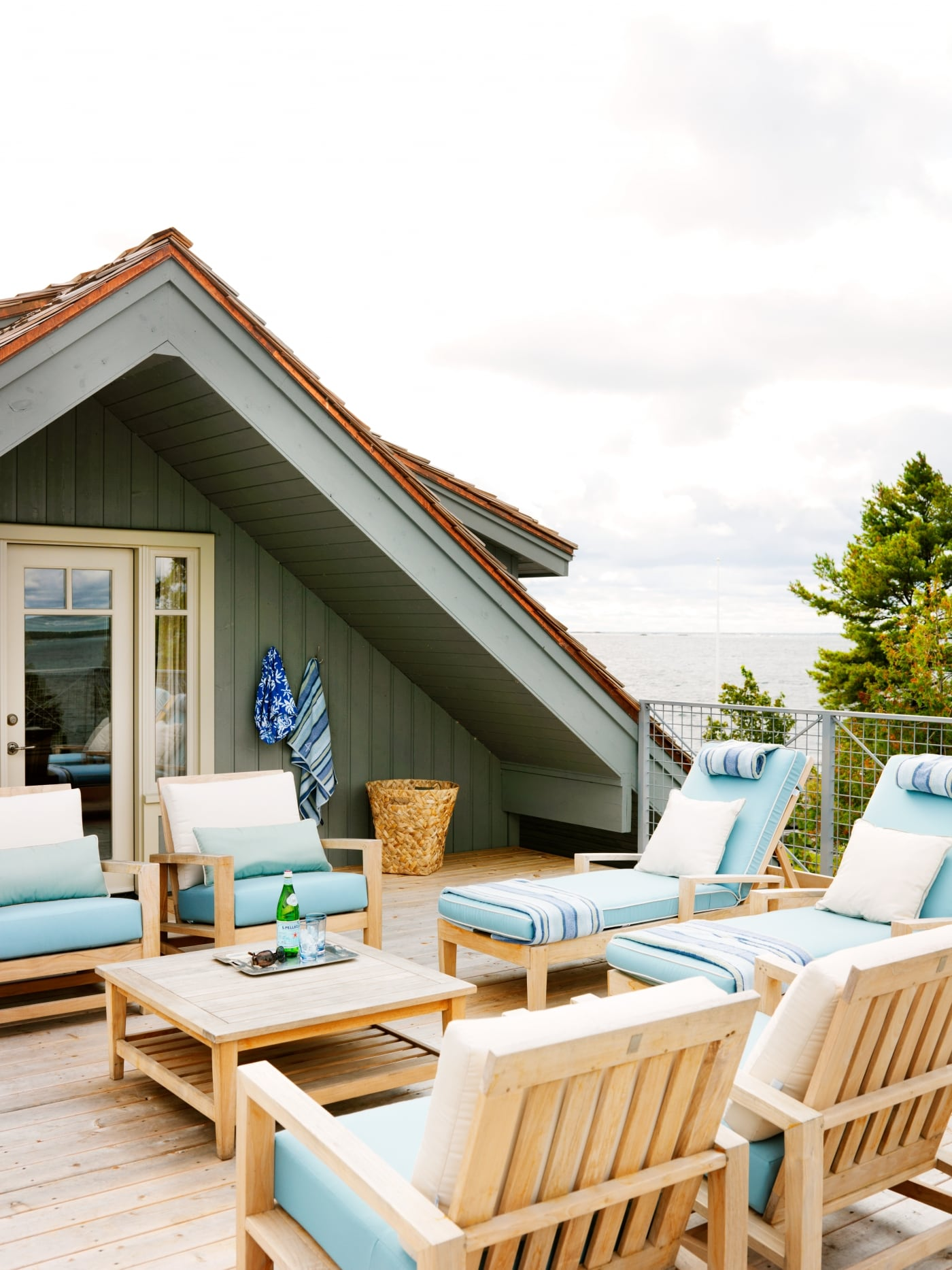 Roof top outdoor seating. #SarahRichardson #cottagestyle #rooftop