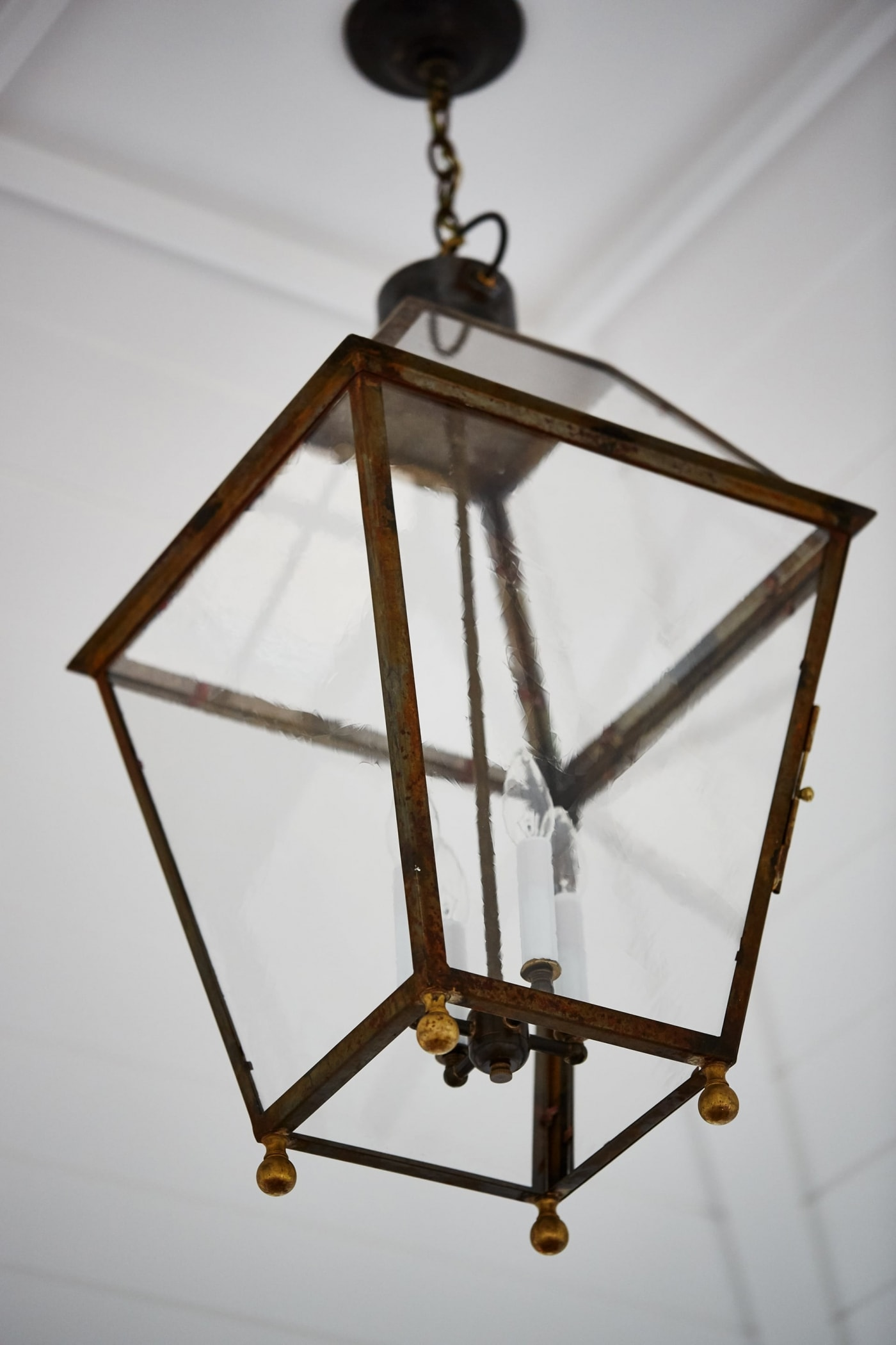 The Belvedere - Sarah off the Grid. Shop the Room! Sarah Richardson {Belvedere Rooftop Gallery} #lanternpendant #SarahRichardson